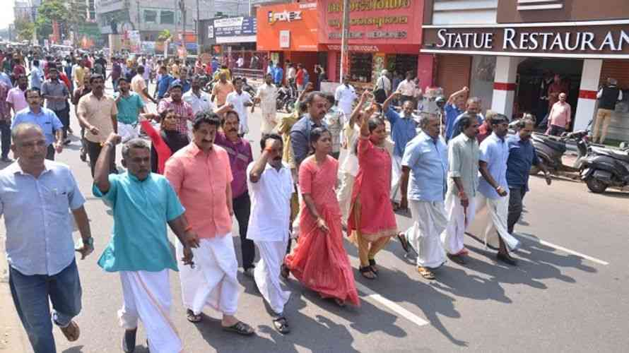 Massive protest in Kerala over Sabarimala issue - Satya Hindi